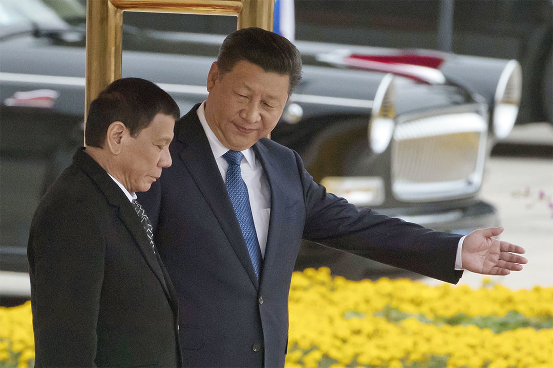 2016年10月20日,中國國家主席習近平為與到訪中國的菲律賓總統杜特地(Rodrigo Duterte)。