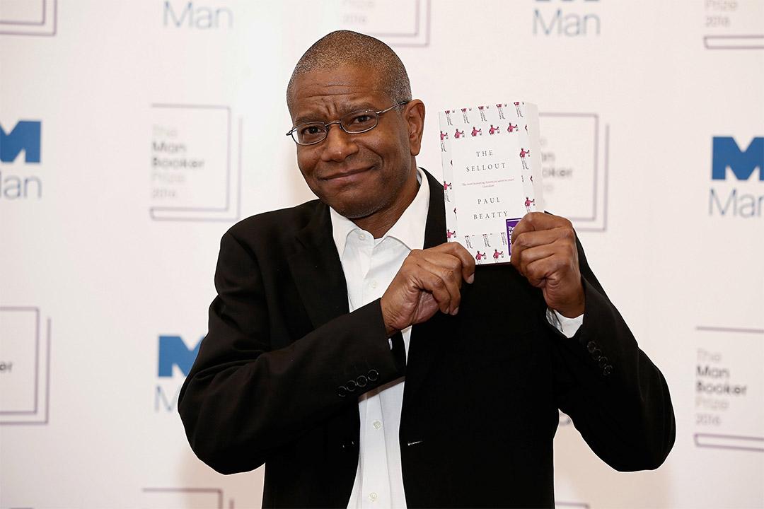 2016年布克獎(The Man Booker Prize)由美國作家保羅·比蒂(Paul Beatty)的《出賣》(The Sellout)獲此大獎。