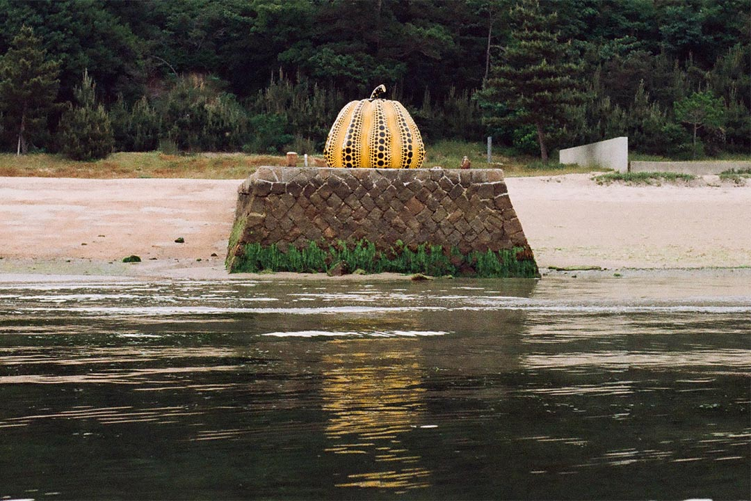草間彌生的大南瓜,在1994年時已被放在直島的廢棄碼頭上。