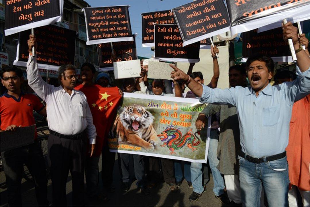 印度民間近期出現抵制中國貨行動。圖為2013年5月3日,印度有群眾發起遊行,抵制中國貨。