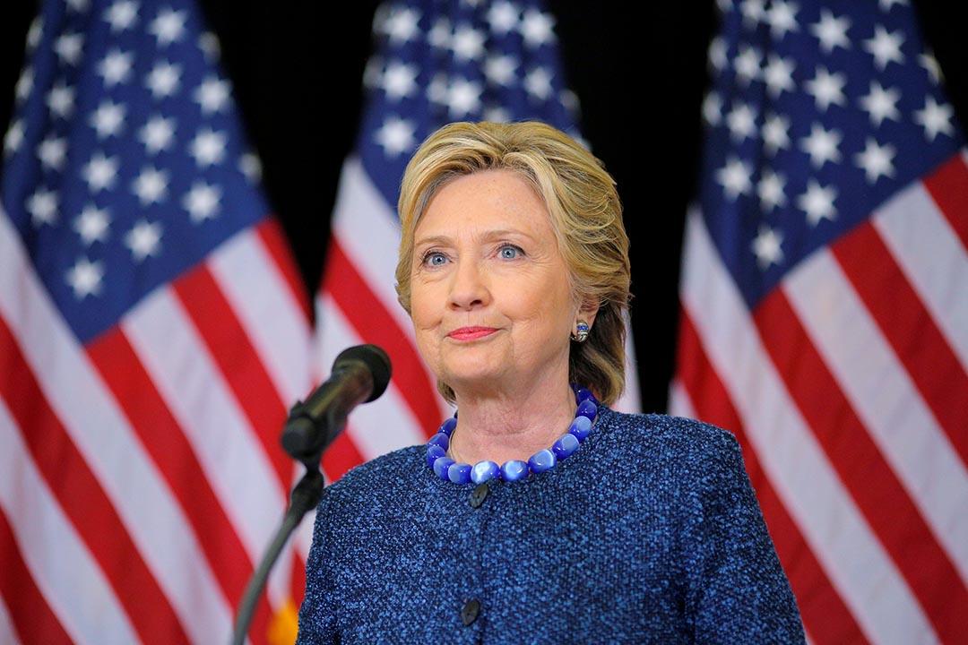 民主黨總統候選人希拉莉就FBI重啟電郵門調查會見傳媒。