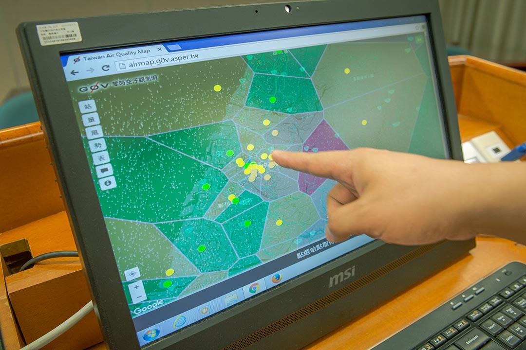 上網開啟LASS空氣盒子地圖,將系統介接上空汙觀測網,即能透過地圖視覺化的呈現方式,即時掌握空汙動態追蹤。
