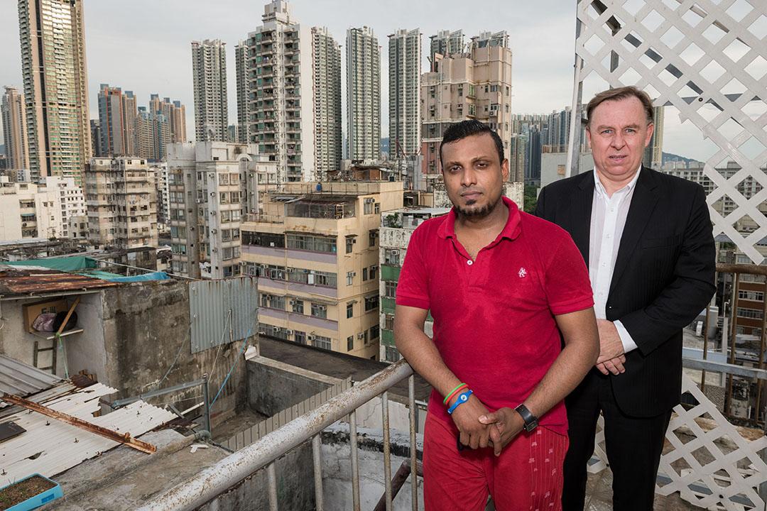 加拿大人權律師羅伯特·提伯(Robert Tibbo)曾安排斯諾登住在斯里蘭卡難民Supun Thilina Kellapatha位於荔枝角的家中。