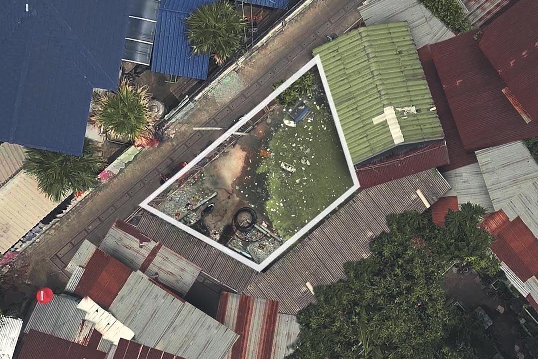 泰國曼谷有團隊將貧民窟未充分利用的空間改造成不規則足球場。