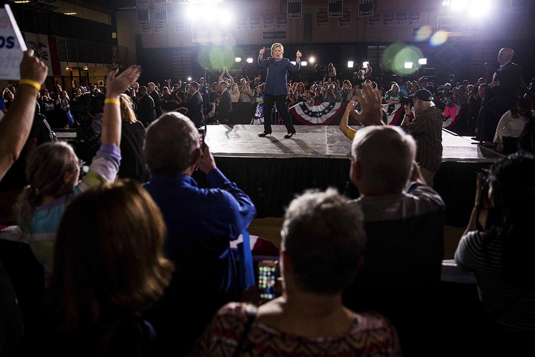 民主黨總統候選人希拉莉在其造勢晚會進行演說。