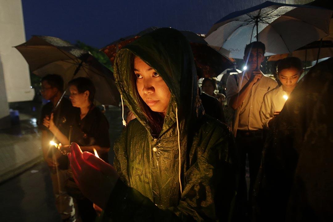 哀悼者在大學校園悼念40週年法政大學屠殺。