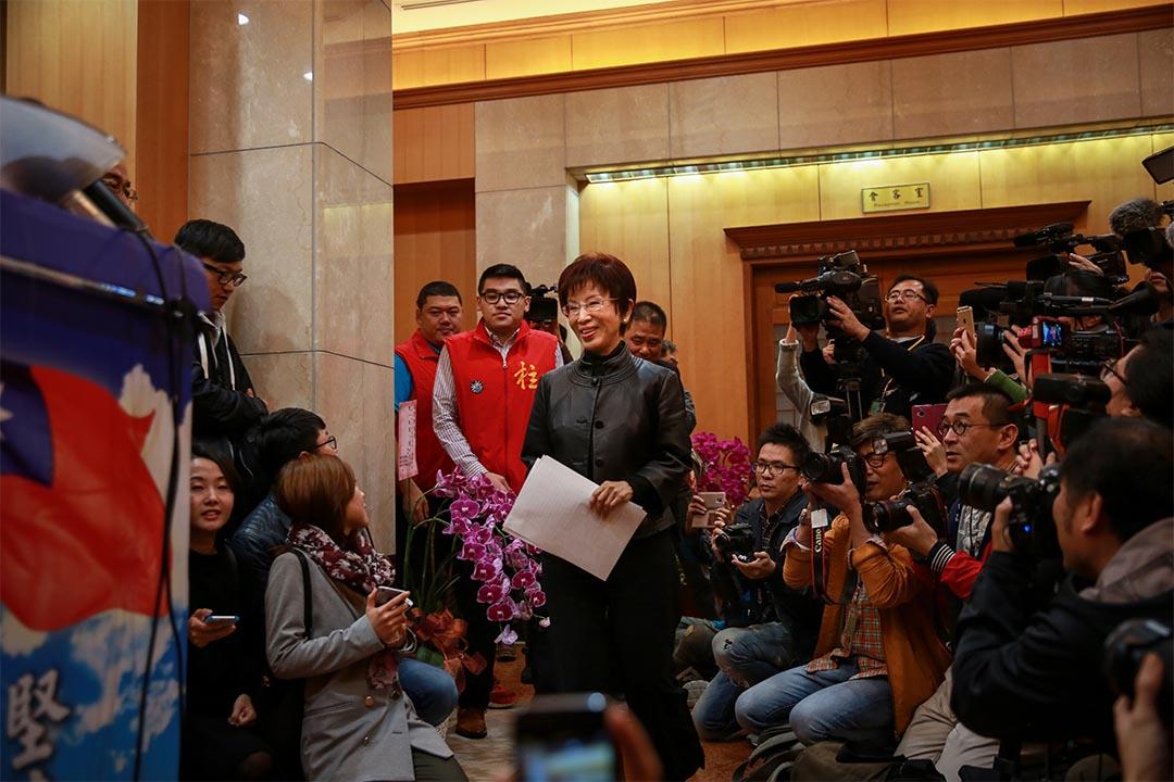 2015年11月27日,洪秀柱宣布退選後舉行記者會。