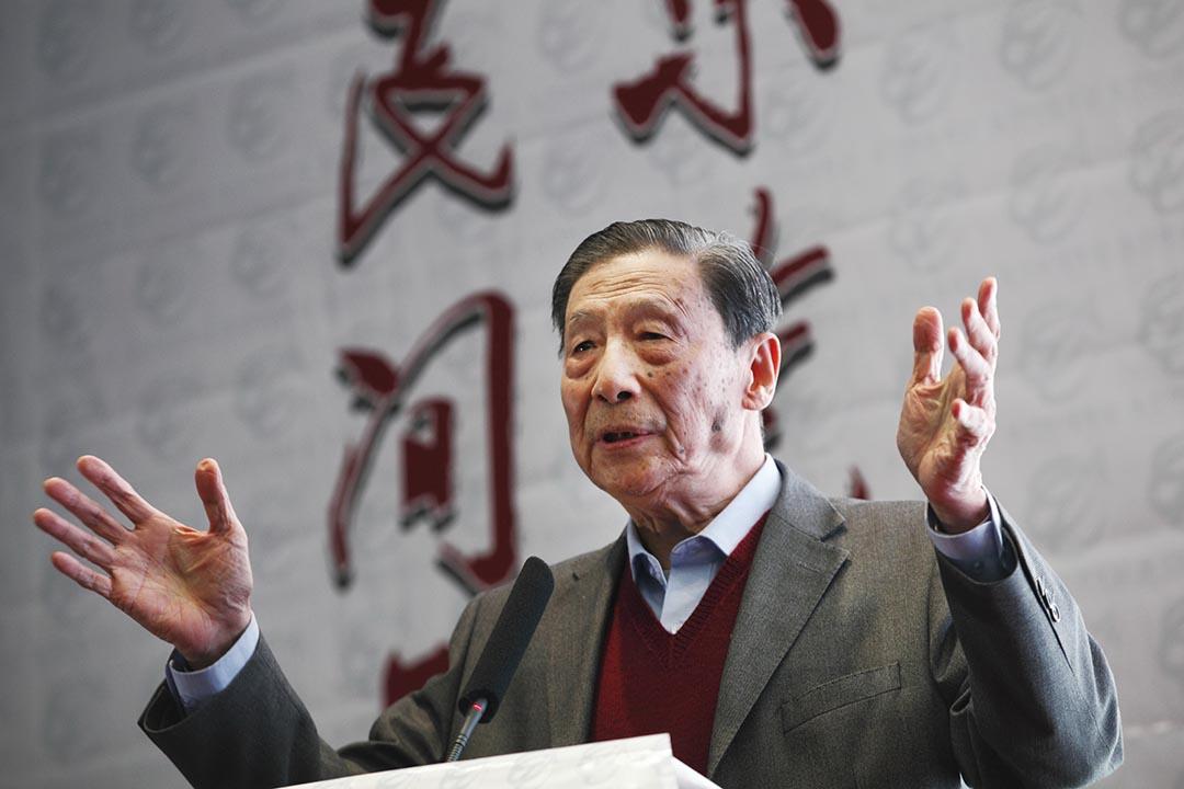 經濟學家茅于軾參加東莞經濟年會。