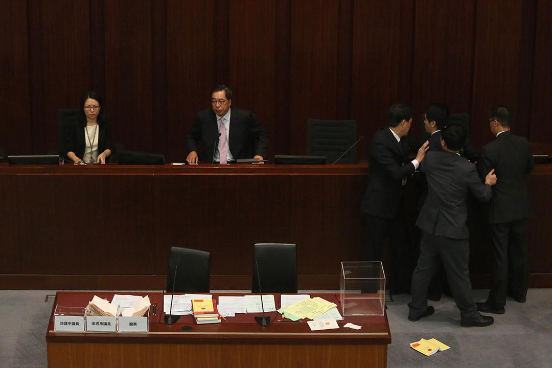 梁君彥得當選香港立法會主席。