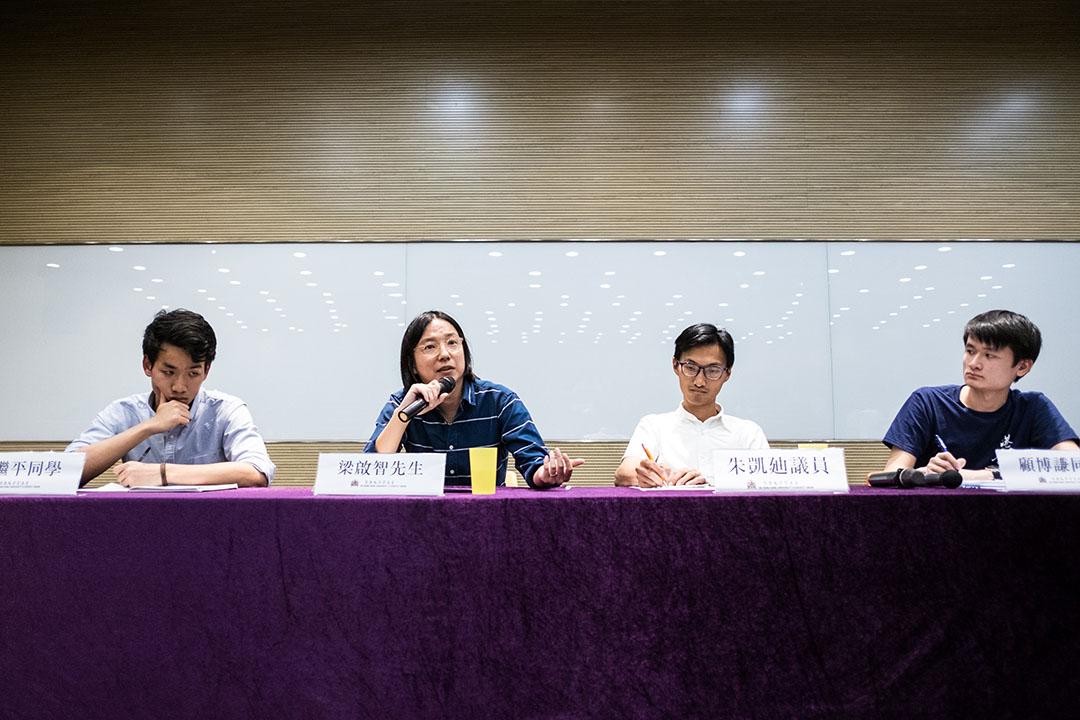《香港民族論》編者梁繼平,時事評論員梁啟智 及立法會議員朱凱廸就香港未來「民主」、「民族」走向自決進行討論。