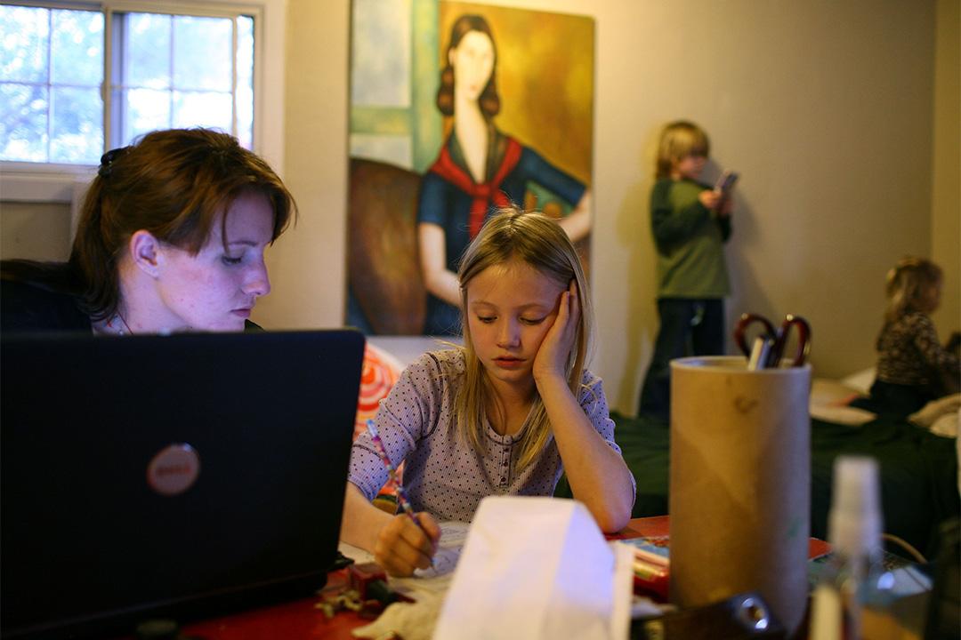 自學在英語國家常常稱為在家教育(Home Schooling))或是去學校化的教育(De-schooling)。