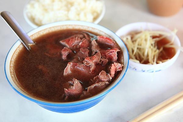 台南六千牛肉湯。