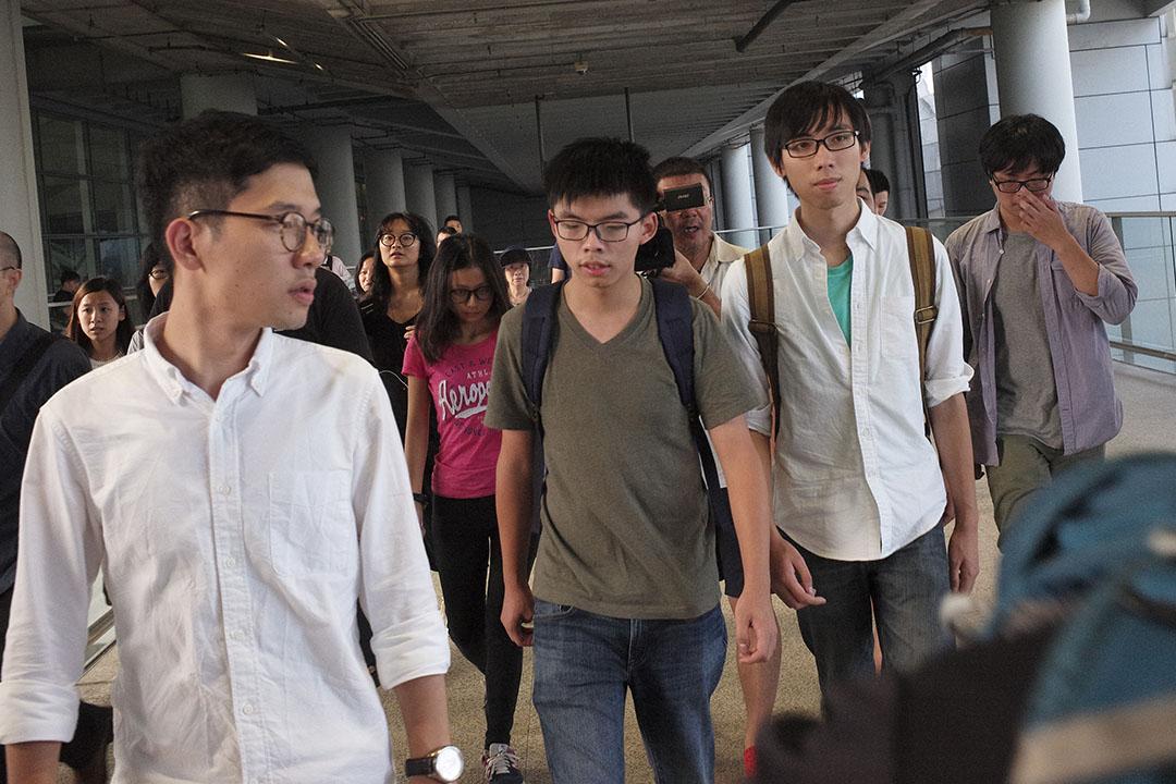 香港眾志秘書長黃之鋒被泰國當局拒絕其入境,扣留十多小時後,被遣返回港。