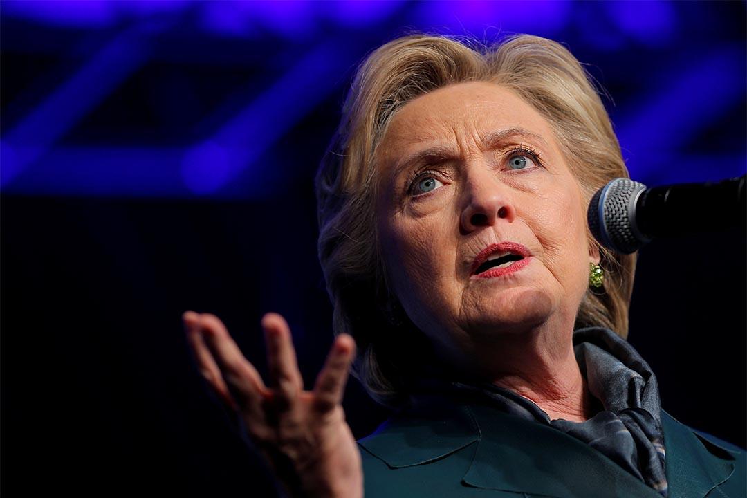 2016年10月5日,民主黨總統候選人希拉莉在一個募款活動上發言。