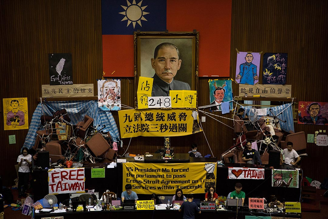 2014年的反服贸运动,学生抗议者占领立法机关。