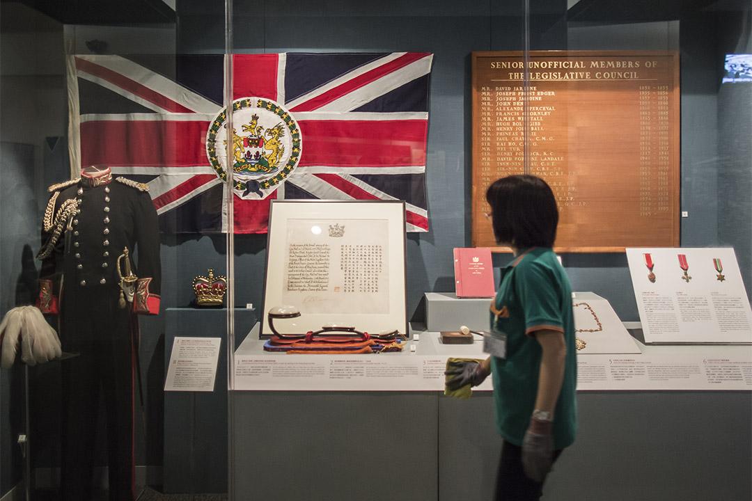 香港歷史不只是殖民地時期的歷史,但英治時期塑造了大部分今日香港的制度、政治經濟結構、文化、價值觀等,顯然與學生所處之社會關係更大。