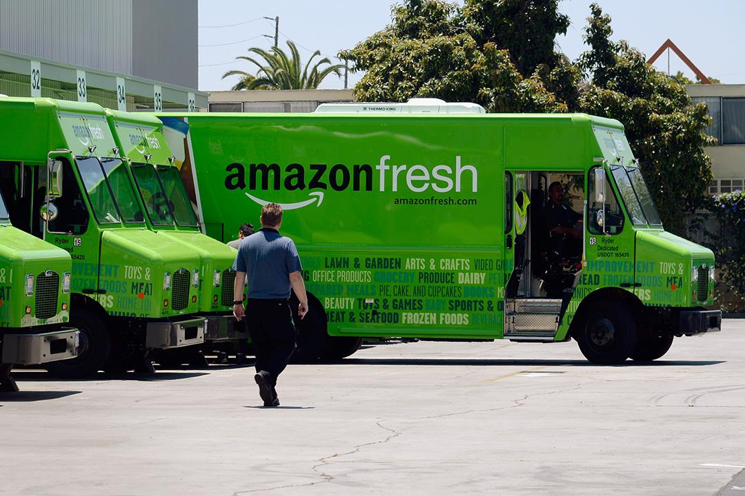 亞馬遜(Amazon)計劃開設便利店以及路邊取貨點。