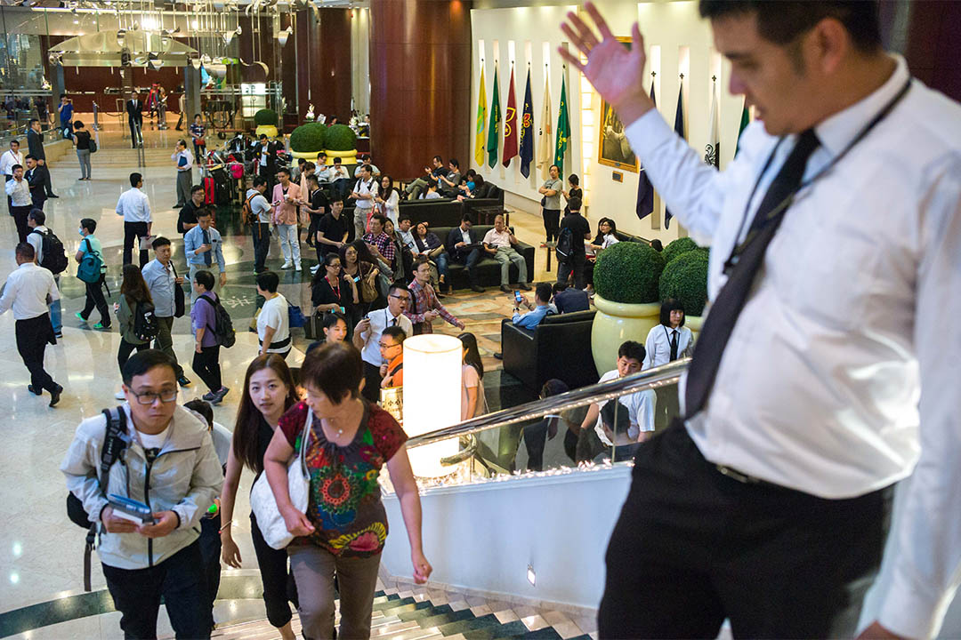 2016年10月20日,馬鞍山「薈晴」開賣,不少買家於酒店大堂等侯上銷售廳揀樓。