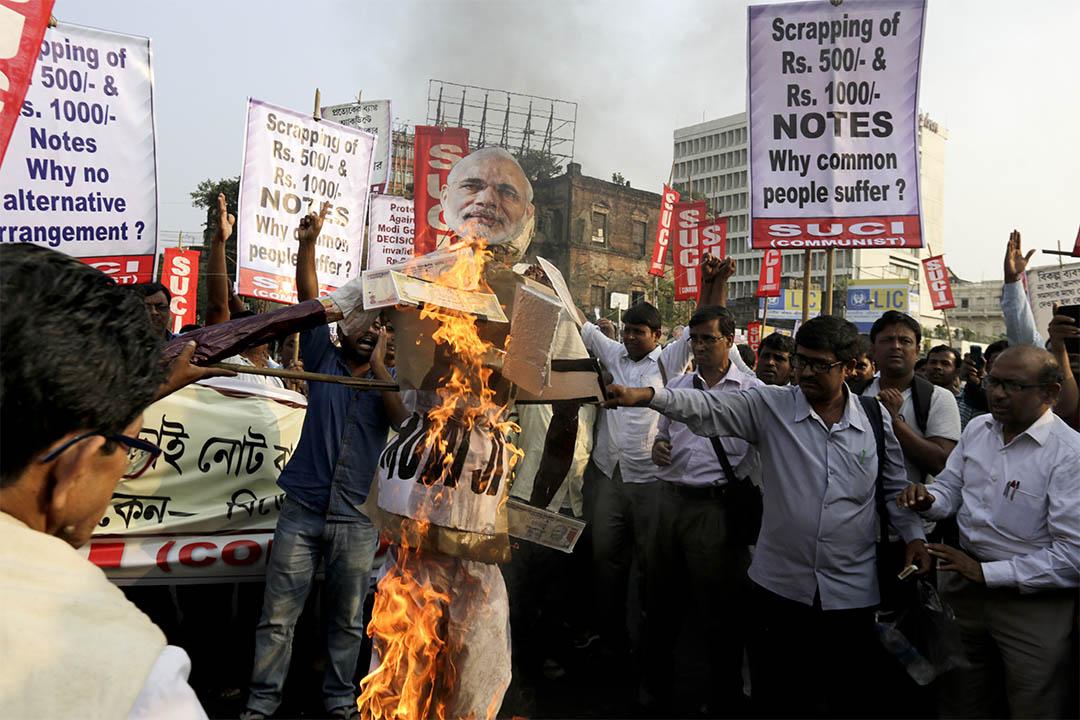 2016年11月14日,印度加爾各答,有團體示威抗議總理莫迪宣佈廢除500和1000盧比。