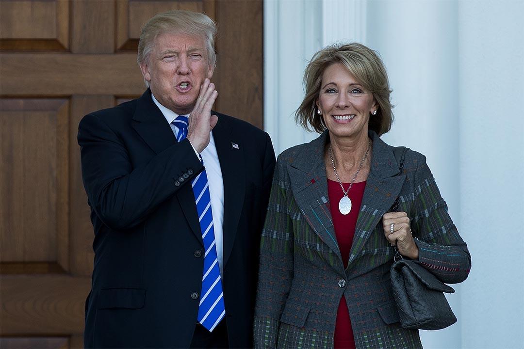 特朗普任命前密歇根共和黨主席Betsy DeVos為教育部長。