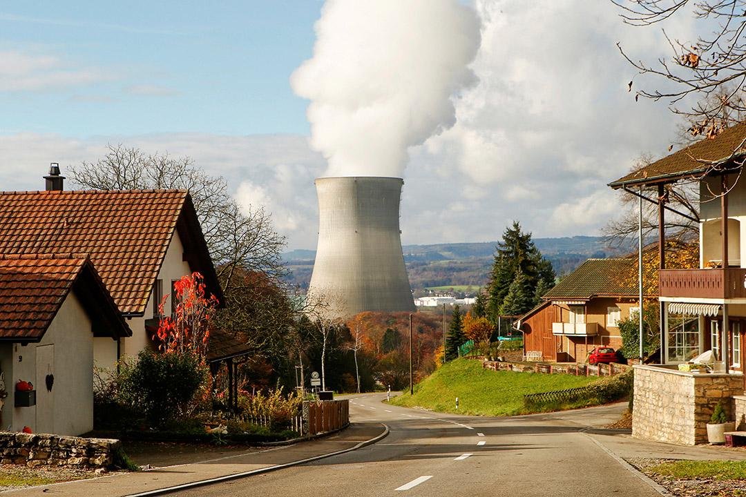 瑞士萊布施塔特在城鎮附近的核電站。