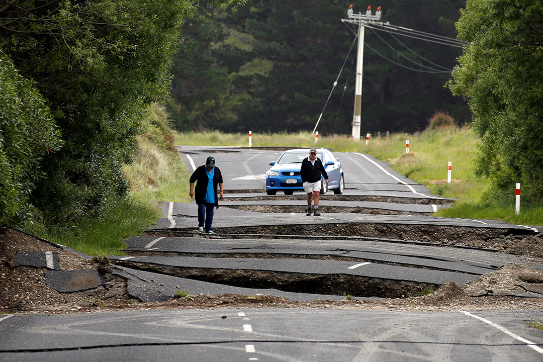 2016年11月14日,新西蘭南島,Blenheim鎮一條公路地震後受破壞。