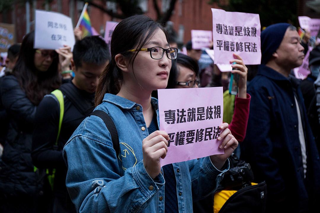 2016年11月28日,台灣婚姻平權第二場公聽會,場外數千挺同人士聲援。