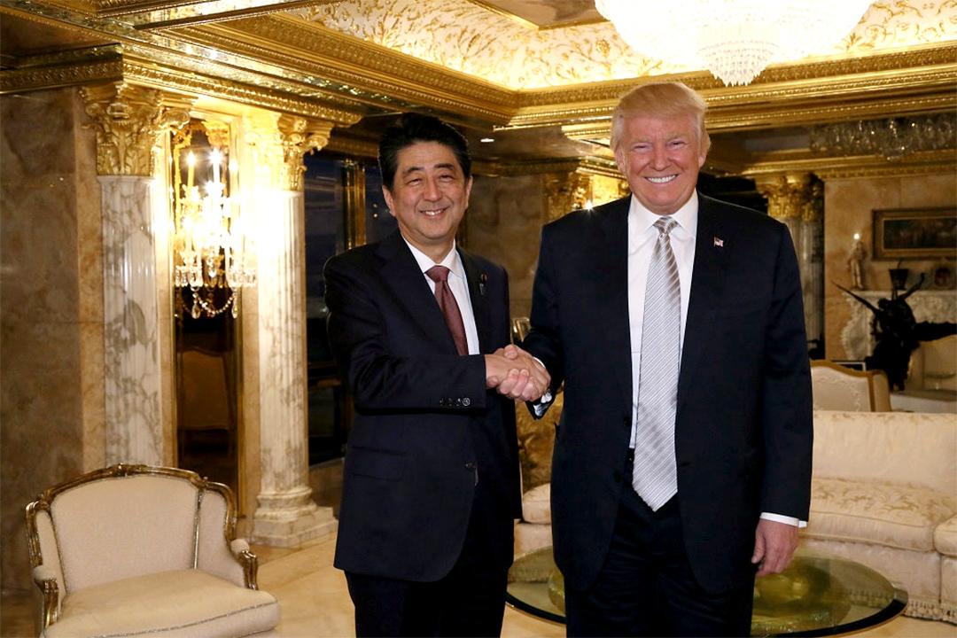 2016年11月17日,紐約,日本首相安倍晉與美國候任總統特朗普進行會面。
