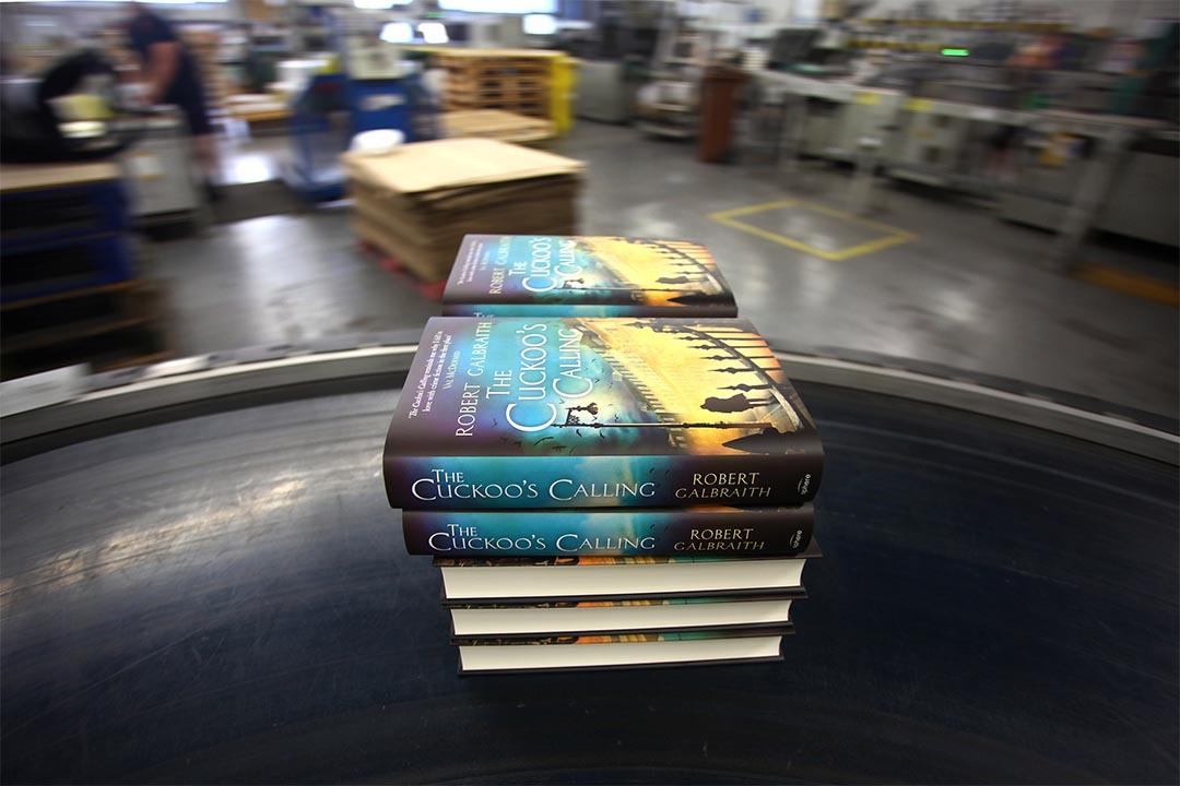 機器學習已經能自動判別書本封面來分類。圖為一家印刷廠正在印刷小說。