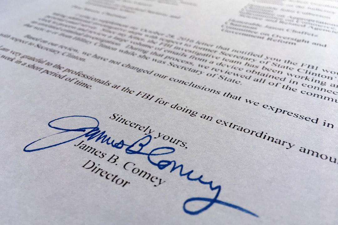 聯邦調查局局長科米致函國會議員,通報了FBI重啟電郵事件的調查情況。