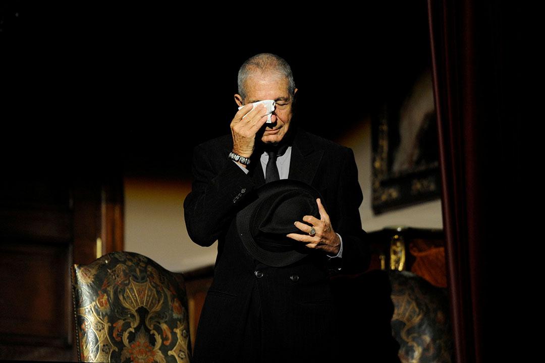 Leonard Cohen於2011年獲頒西班牙阿斯圖里亞斯王子文學獎(Prince of Asturias Award for Letters),在致辭時不禁落淚。