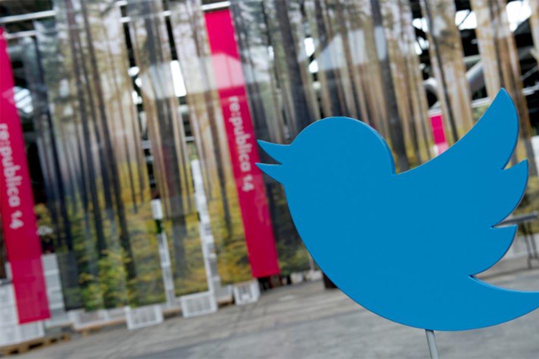 圖為2014年5月5日,德國柏林,一個資訊科技峰會外的Twitter標誌。