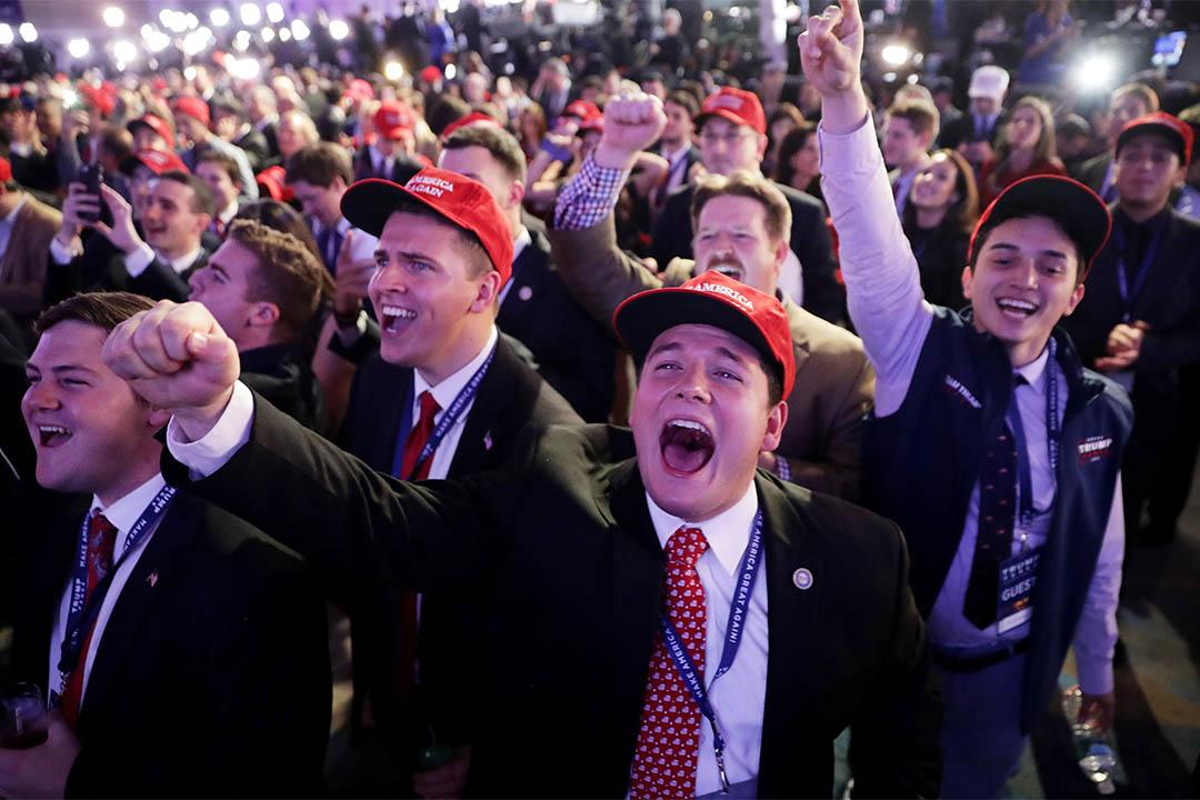 2016年11月8日,美國大選當天,特朗普支持者在場內歡呼。