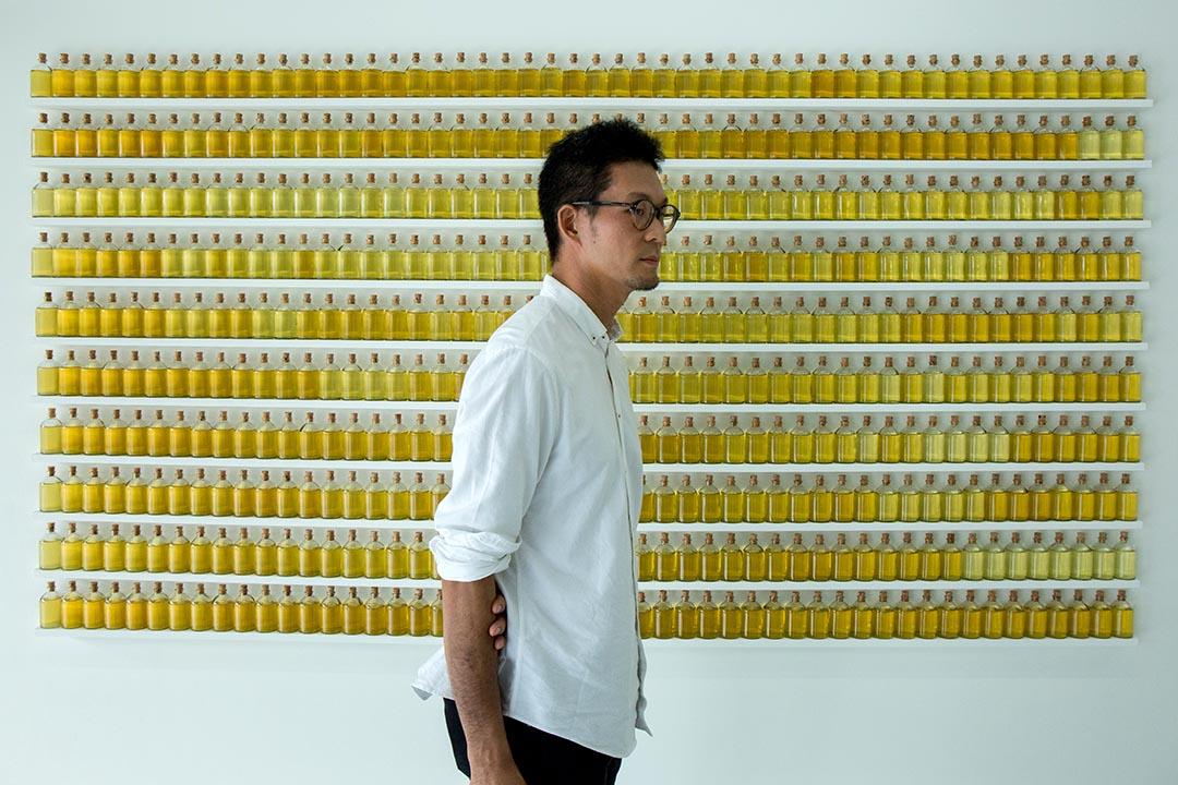黃博志於個展《五百棵檸檬樹:有機檔案》開幕現場。