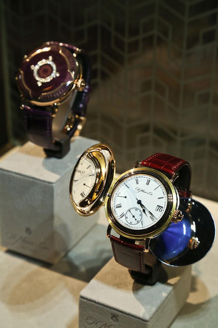 喜歡Heritage系列的錶迷也有另一個萬年曆的選擇,萬年曆經典Heritage限量版,售價港幣1,950,000。
