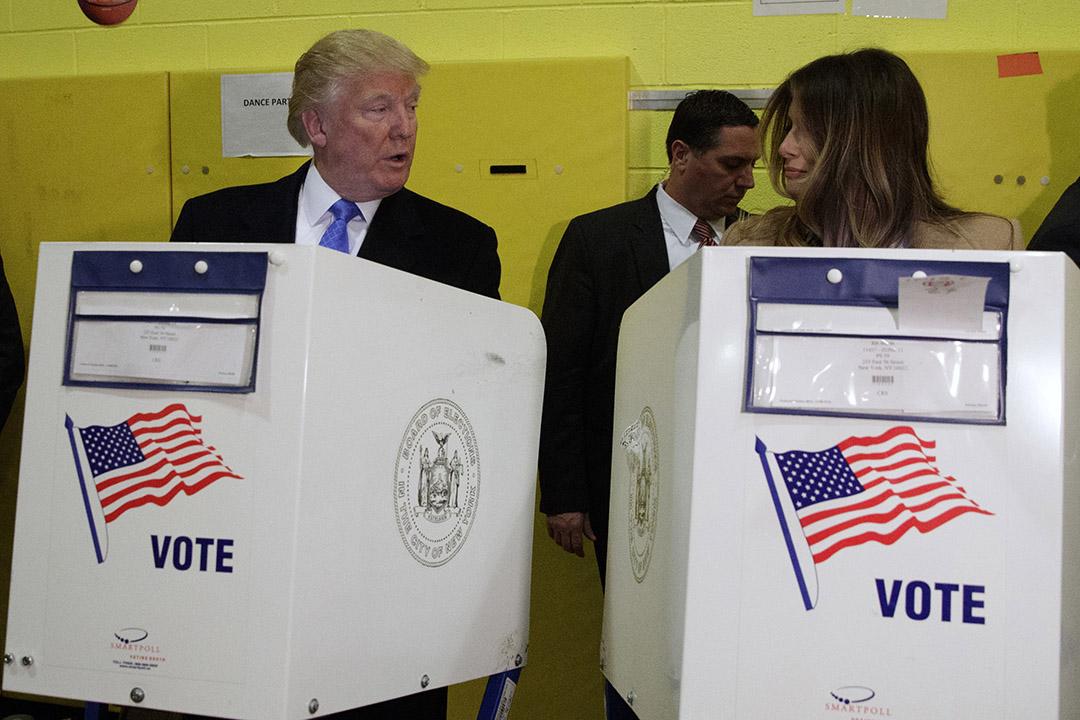 特朗普和夫人梅拉尼亞(Melania Trump)到曼哈頓第59公立學校進行投票。