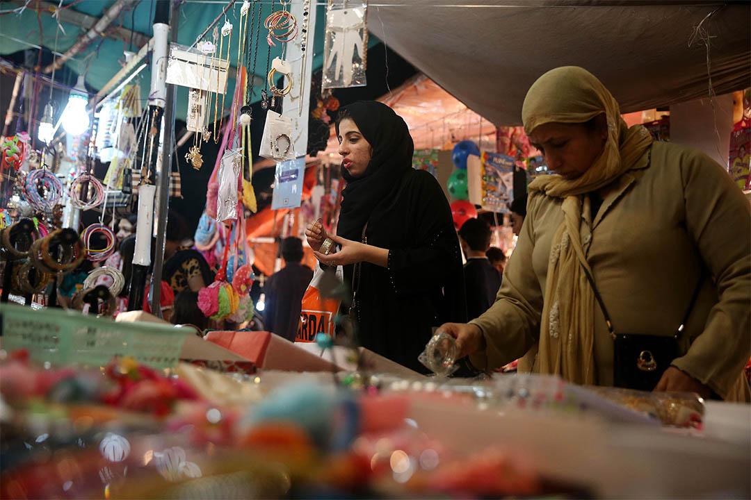 2016年7月4日,巴基斯坦婦女在開齋節前到商店購物。