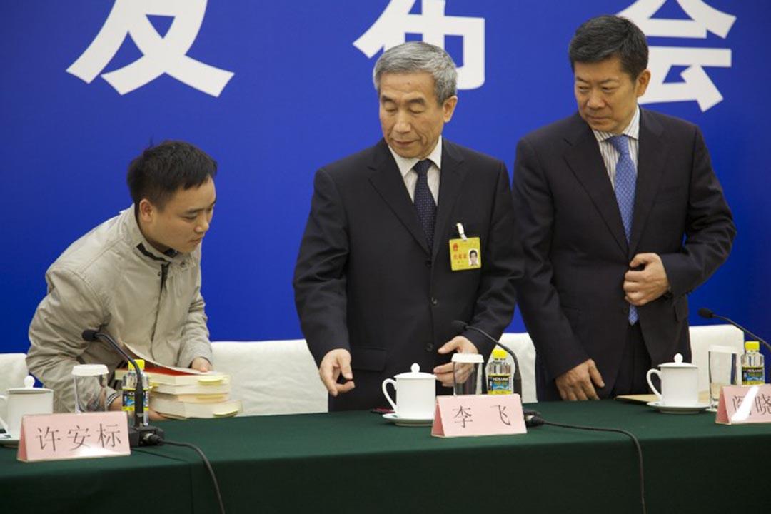 全國人大副秘書長李飛舉行記者會回應人大常委會就《基本法》第104條釋法。