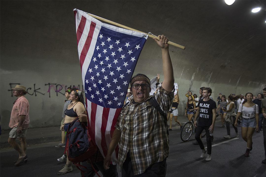 2016年11月12日,加州洛杉磯,特朗普當選後,有群眾上街示威。