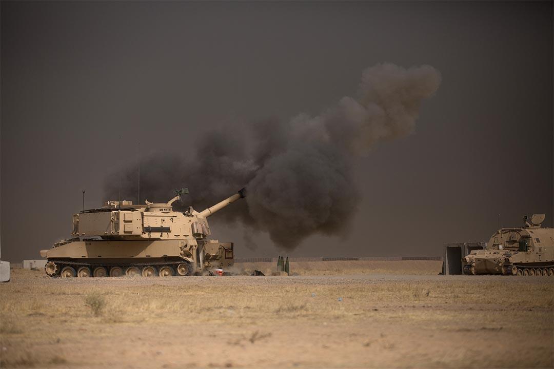 2016年10月17日,一輛美軍自動坦克協助伊拉克軍隊推進摩蘇爾。