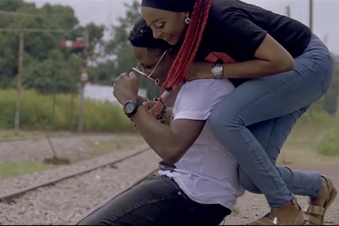 尼日尼亞女星拉赫馬莎多(Rahma Sadau)在一段音樂短片裡和歌手克拉希克擁抱,被影業協會以「不道德」行為為由,列入「全面禁演」名單。