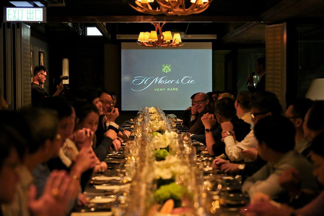 VIP晚宴聚會的一個好處是可以感受到各錶迷對鐘錶的熱情,大家在一片熾熱談論的氣氛下交流有關時計或寶石的心得。
