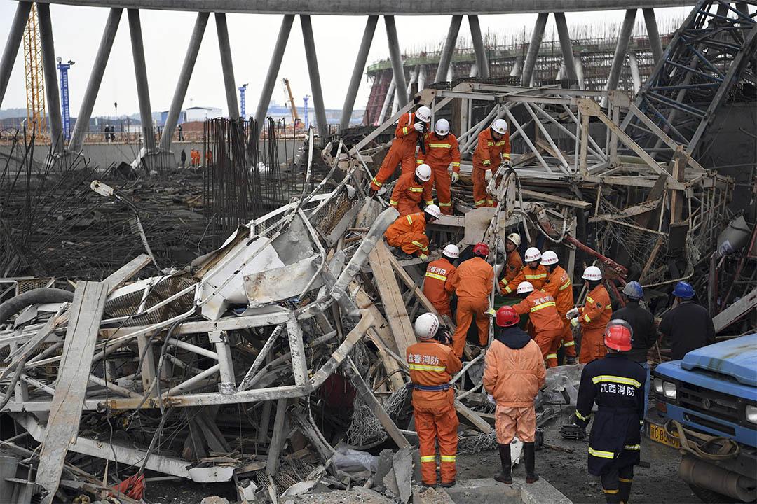 2016年11月24日,江西豐城電廠工地坍塌,救援團隊搜索生還者。
