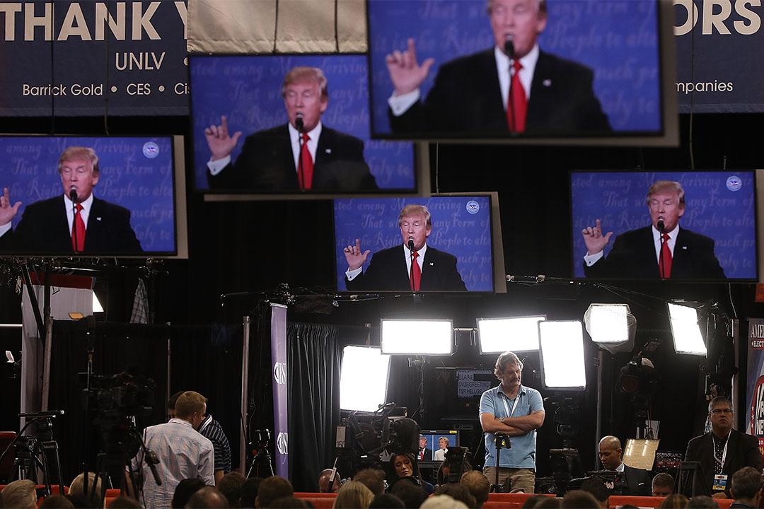 2016年10月19日,美國拉斯維加斯,媒體在觀看特朗普和希拉莉的第三次辯論。