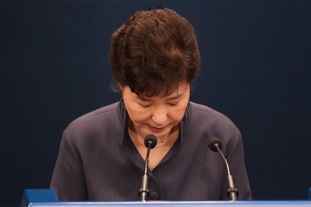 南韓總統朴槿惠支持率跌破10%。