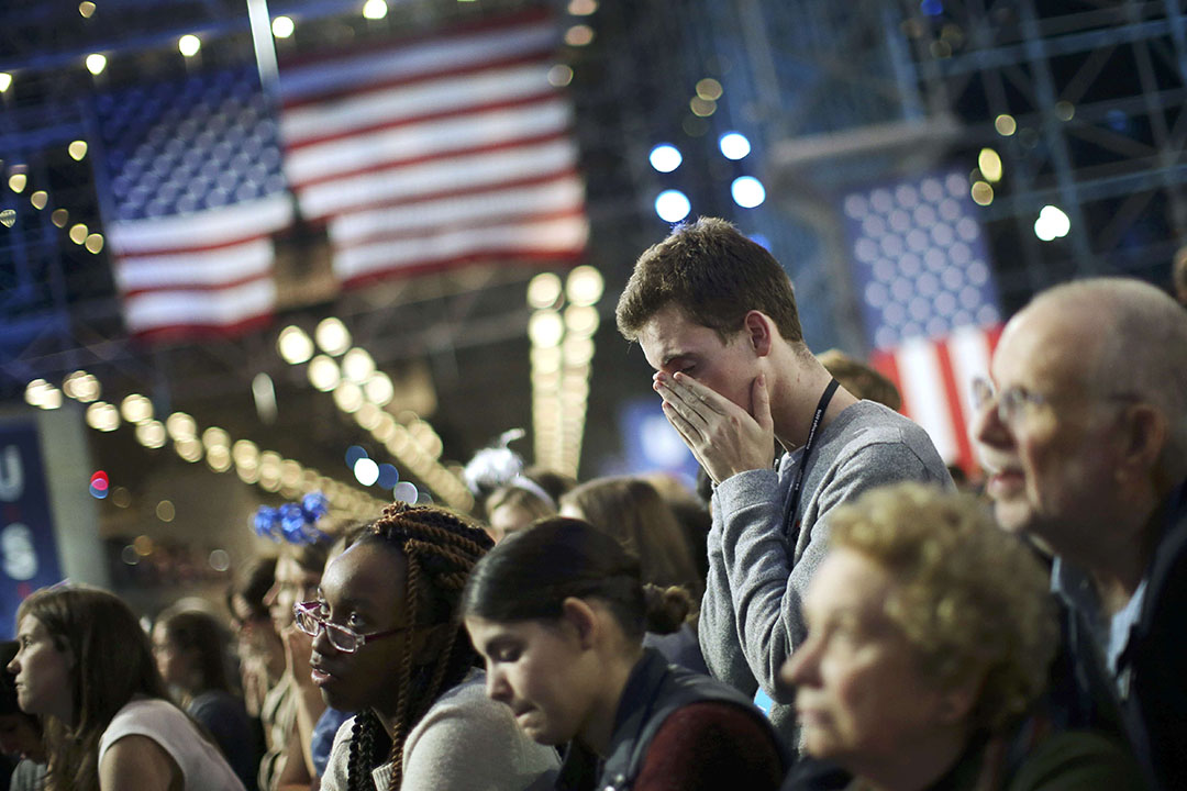 紐約競選集會希拉里的支持者表情失落。