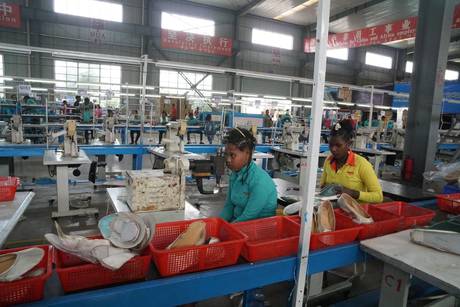 埃塞俄比亞工人與中國工人相比,效率只有一半甚至更少。