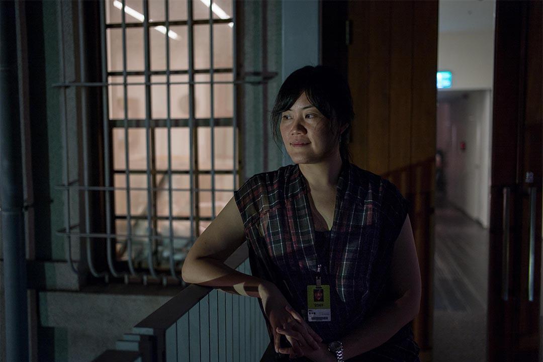 策展人與台灣女性影像學會秘書長羅珮嘉。