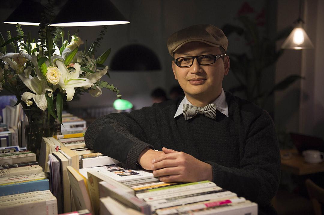 葉建德和朋友在北京方家胡同開了一間雙城咖啡,分享台灣的書籍、文化和生活方式。