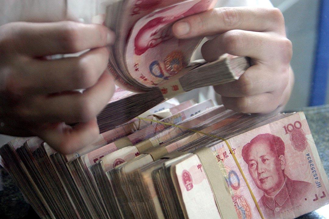 人民幣兌美元中間價跌至6.85,創近8年新低。